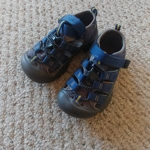Boys youth size 9 keen sandals